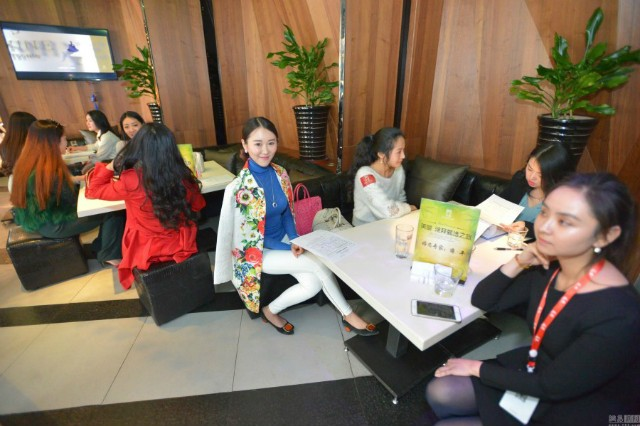 Hơn 2.000 phụ nữ tranh nhau cơ hội hẹn hò tỉ phú Dubai - ảnh 3