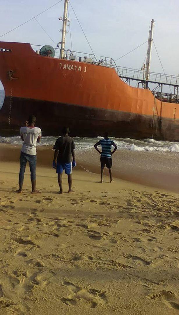 Hoảng hồn thấy tàu 'ma' dạt vào bờ sau 3 tuần mất tích - ảnh 1