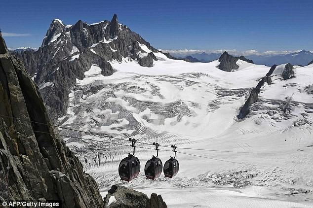 45 người mắc kẹt qua đêm trên độ cao 3.600m - ảnh 2