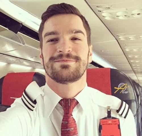 Tiếp viên của hãng hàng không nào gợi cảm nhất thế giới? - ảnh 9