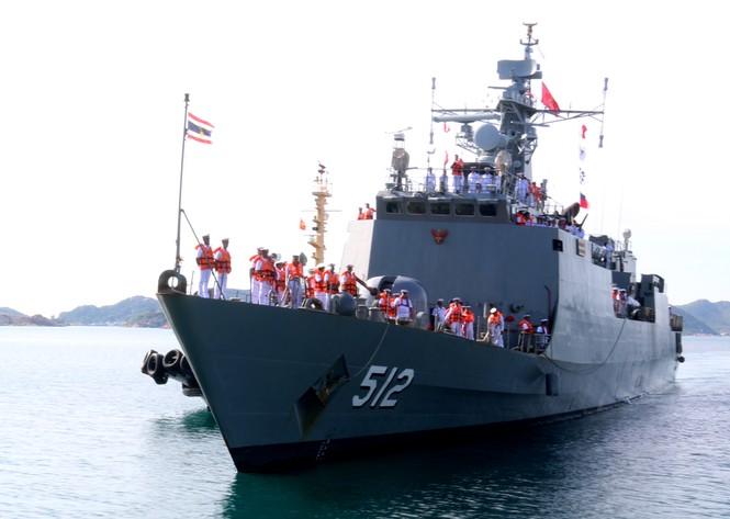 Lần đầu tiên tàu Hải quân Thái Lan ghé Cam Ranh - ảnh 1