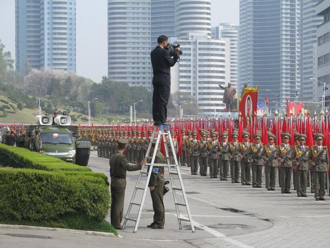 Nữ binh sĩ Triều Tiên gây chú ý với ảnh 'selfie' cùng phóng viên - ảnh 4