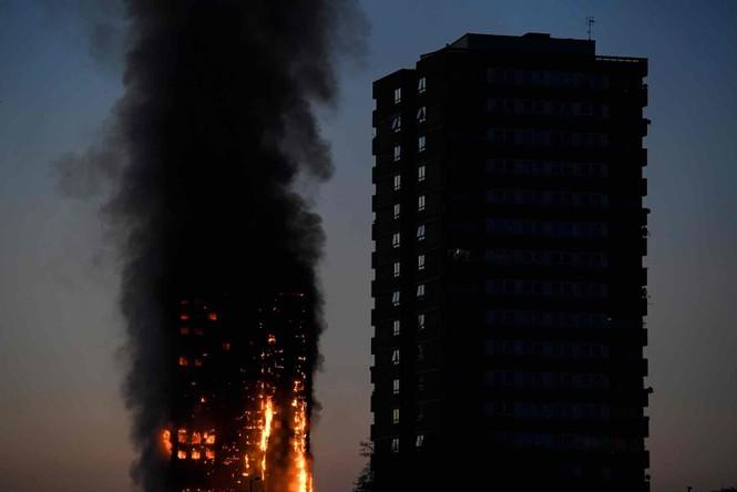 Những người thoát khỏi tòa nhà cháy rụi kể lại giây phút kinh hoàng - ảnh 4