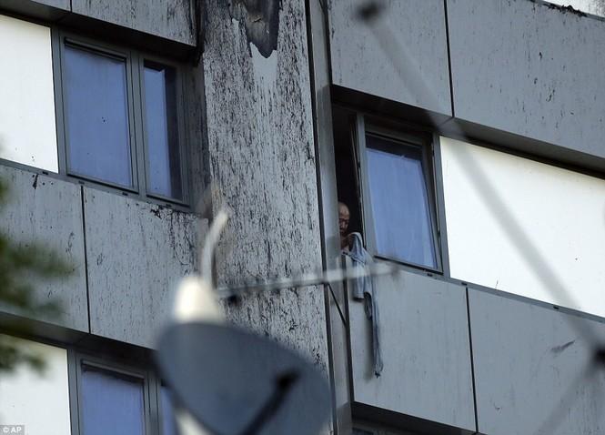 Những người thoát khỏi tòa nhà cháy rụi kể lại giây phút kinh hoàng - ảnh 6