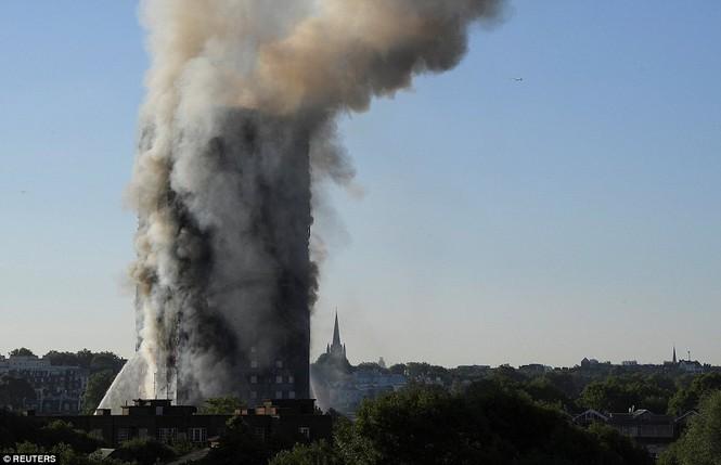 Những người thoát khỏi tòa nhà cháy rụi kể lại giây phút kinh hoàng - ảnh 7