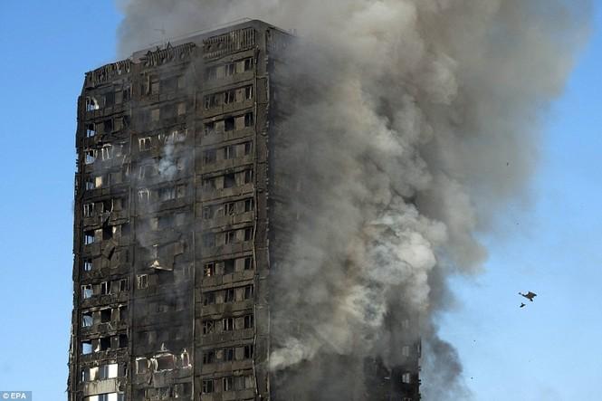 Những người thoát khỏi tòa nhà cháy rụi kể lại giây phút kinh hoàng - ảnh 8