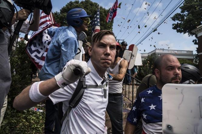 Ông Trump bị chỉ trích vì phản ứng yếu ớt sau vụ bạo động ở Virginia - ảnh 1