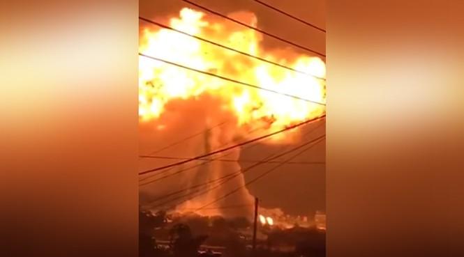 Trạm xăng phát nổ như bom, ngàn người sợ hãi bỏ chạy - ảnh 1