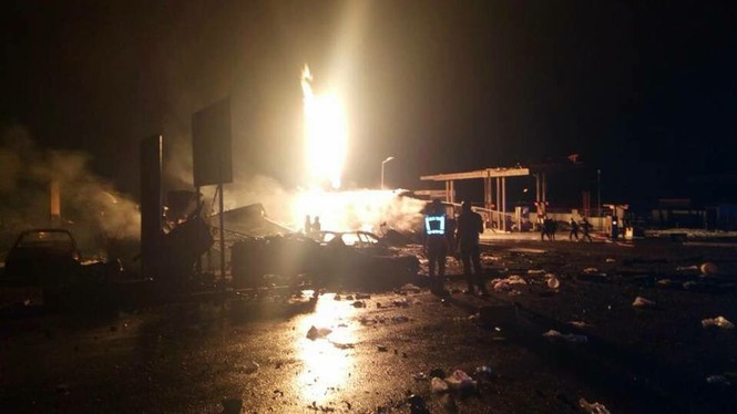 Trạm xăng phát nổ như bom, ngàn người sợ hãi bỏ chạy - ảnh 4
