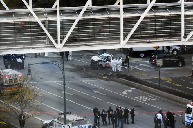 Hiện trường vụ khủng bố New York khiến 8 người thiệt mạng - ảnh 1
