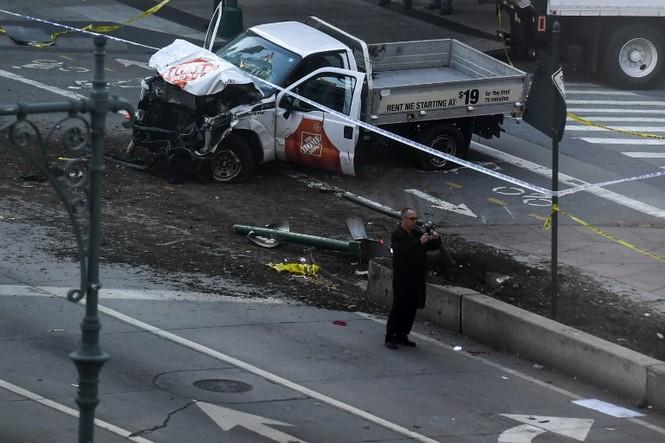 Hiện trường vụ khủng bố New York khiến 8 người thiệt mạng - ảnh 2