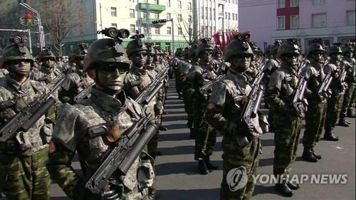 Triều Tiên ra mắt 'tên lửa có khả năng tấn công Mỹ' Hwasong-15 - ảnh 1