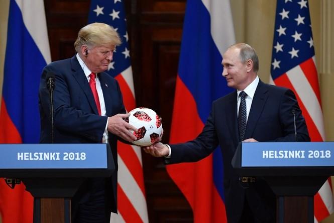 Chuyện gì đã xảy ra với trái bóng Tổng thống Nga tặng ông Trump? - ảnh 1