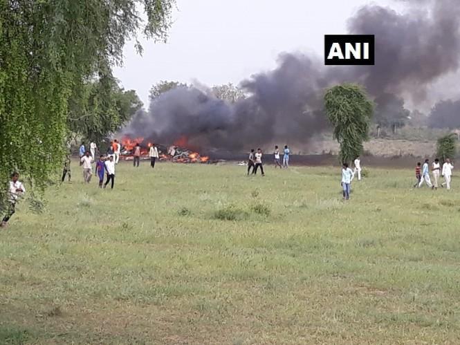 MiG-27 rơi ở Ấn Độ, phi công thoát chết - ảnh 1