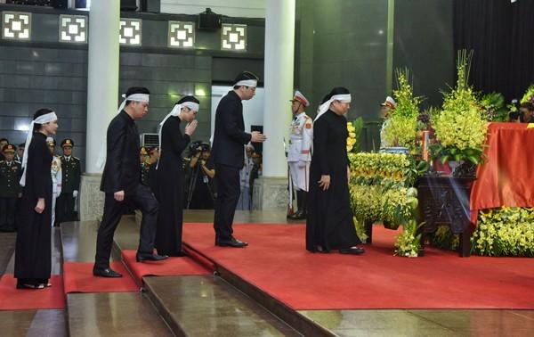 Hình ảnh xúc động tại lễ truy điệu Chủ tịch nước Trần Đại Quang - ảnh 7