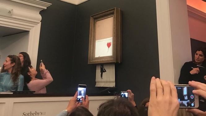 Bức họa nổi tiếng bất ngờ tự hủy sau khi được bán với giá 1 triệu bảng - ảnh 3
