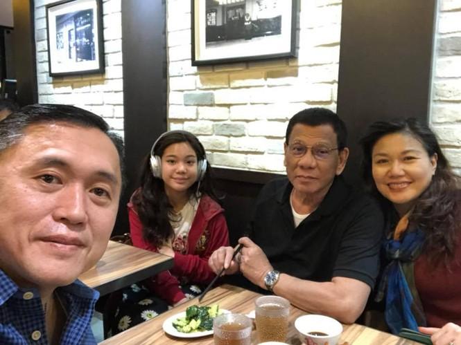 Giữa lúc bị đồn mắc ung thư, Tổng thống Philippines du lịch Hồng Kông - ảnh 3