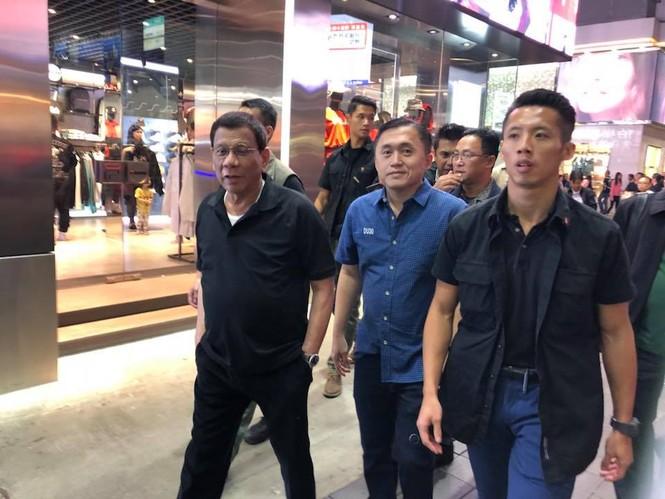 Giữa lúc bị đồn mắc ung thư, Tổng thống Philippines du lịch Hồng Kông - ảnh 1