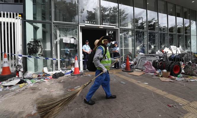 Lãnh đạo Hong Kong sốc vì người biểu tình phá hoại tòa nhà hành chính - ảnh 3