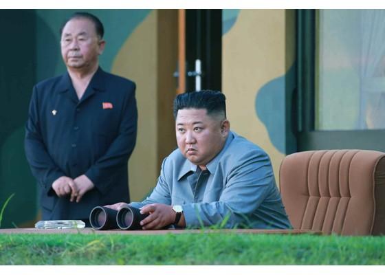 Ông Kim Jong-un cười tươi khi quân đội phóng tên lửa thành công - ảnh 2