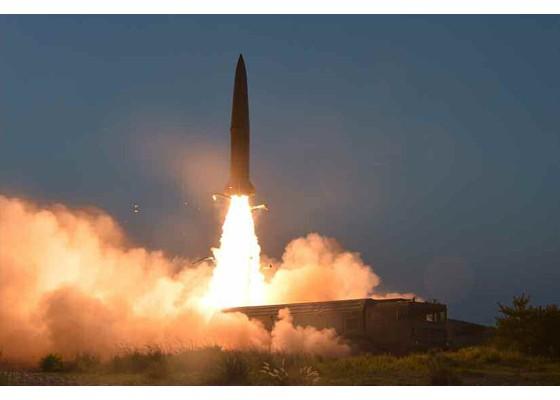 Ông Kim Jong-un cười tươi khi quân đội phóng tên lửa thành công - ảnh 7