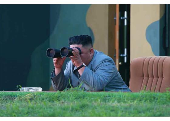 Ông Kim Jong-un cười tươi khi quân đội phóng tên lửa thành công - ảnh 3