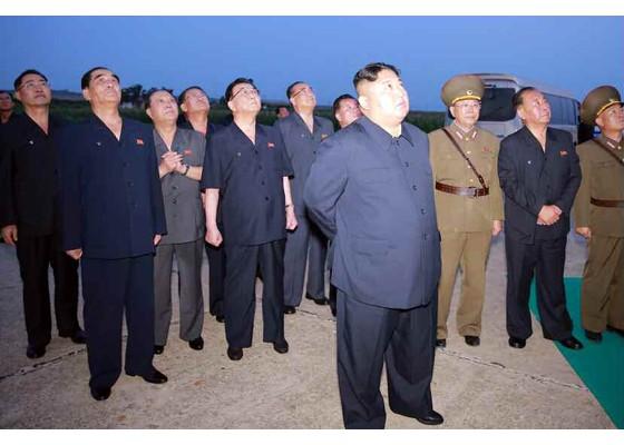 Xem tên lửa Triều Tiên bay qua thủ đô, bắn trúng mục tiêu trên biển - ảnh 5