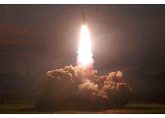 Xem tên lửa Triều Tiên bay qua thủ đô, bắn trúng mục tiêu trên biển - ảnh 11