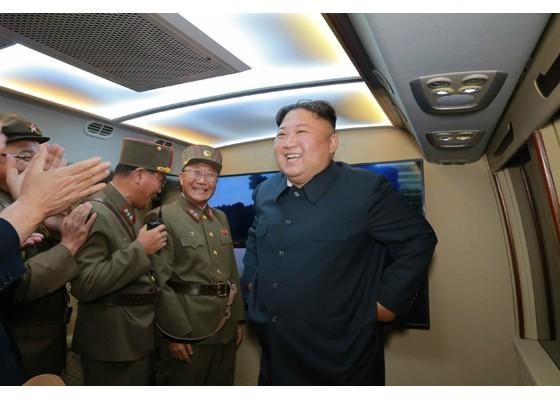Xem tên lửa Triều Tiên bay qua thủ đô, bắn trúng mục tiêu trên biển - ảnh 8