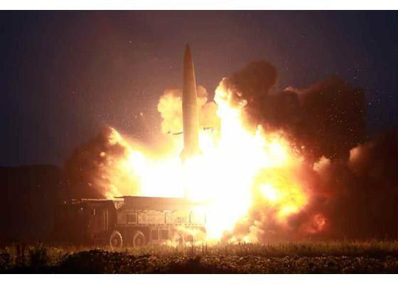 Xem tên lửa Triều Tiên bay qua thủ đô, bắn trúng mục tiêu trên biển - ảnh 4
