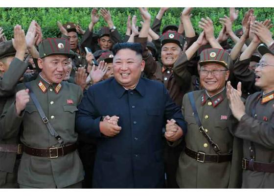 Xem tên lửa Triều Tiên bay qua thủ đô, bắn trúng mục tiêu trên biển - ảnh 9