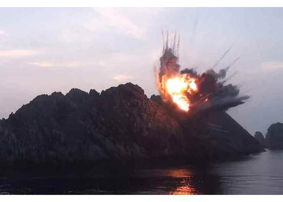 Xem tên lửa Triều Tiên bay qua thủ đô, bắn trúng mục tiêu trên biển - ảnh 14