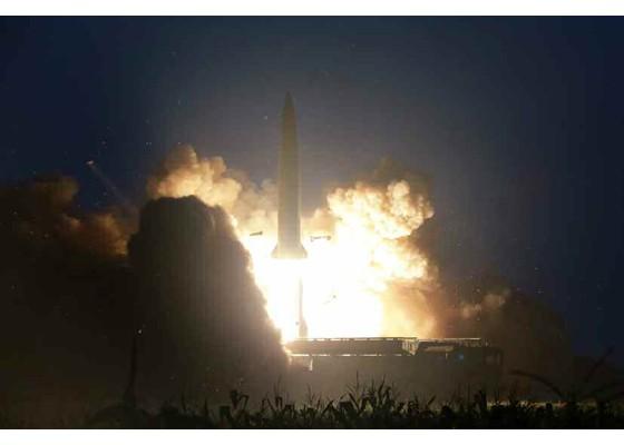 Xem tên lửa Triều Tiên bay qua thủ đô, bắn trúng mục tiêu trên biển - ảnh 3
