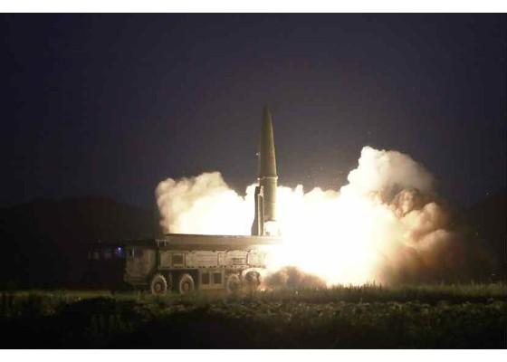 Xem tên lửa Triều Tiên bay qua thủ đô, bắn trúng mục tiêu trên biển - ảnh 2
