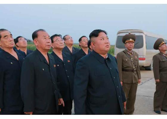 Xem tên lửa Triều Tiên bay qua thủ đô, bắn trúng mục tiêu trên biển - ảnh 6