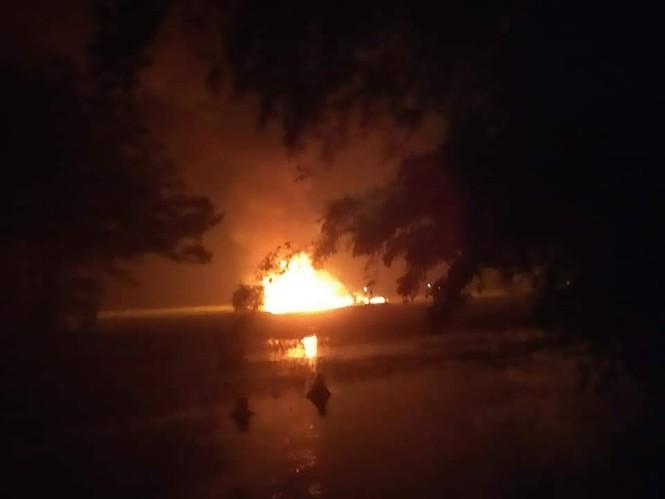 Tiêm kích Su-30 Ấn Độ rơi xuống ruộng, bốc cháy rừng rực - ảnh 1