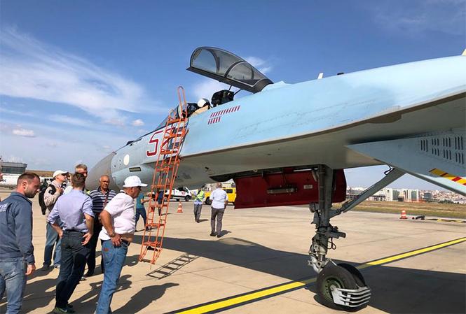 Su-35 Nga trình diễn nhào lộn trên bầu trời Thổ Nhĩ Kỳ - ảnh 3