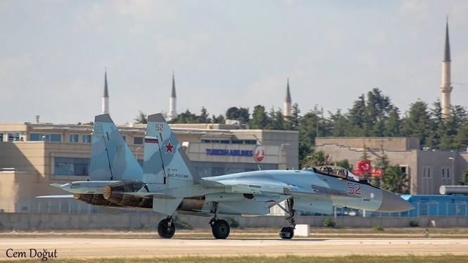 Su-35 Nga trình diễn nhào lộn trên bầu trời Thổ Nhĩ Kỳ - ảnh 2