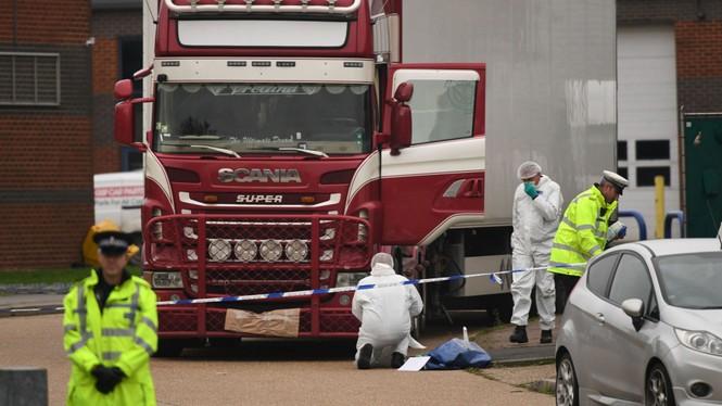 Vụ 39 thi thể trong container: Truy nã 2 anh em nghi buôn người - ảnh 1