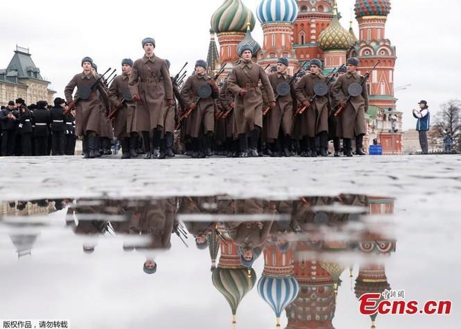 Hùng tráng sự kiện tái hiện lễ duyệt binh lịch sử trên Quảng trường Đỏ - ảnh 3