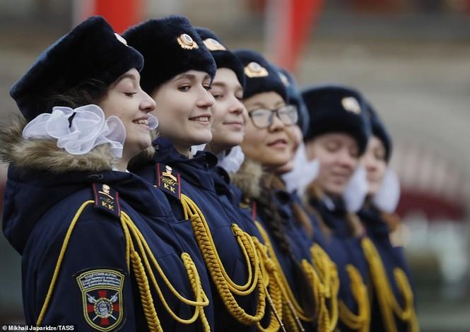 Hùng tráng sự kiện tái hiện lễ duyệt binh lịch sử trên Quảng trường Đỏ - ảnh 11