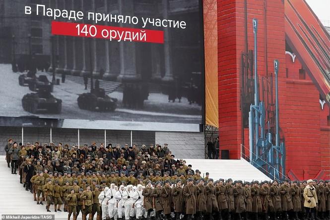 Hùng tráng sự kiện tái hiện lễ duyệt binh lịch sử trên Quảng trường Đỏ - ảnh 14