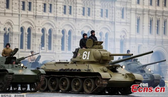 Hùng tráng sự kiện tái hiện lễ duyệt binh lịch sử trên Quảng trường Đỏ - ảnh 10