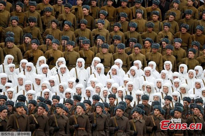 Hùng tráng sự kiện tái hiện lễ duyệt binh lịch sử trên Quảng trường Đỏ - ảnh 1