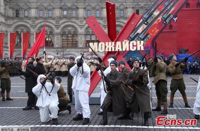 Hùng tráng sự kiện tái hiện lễ duyệt binh lịch sử trên Quảng trường Đỏ - ảnh 4