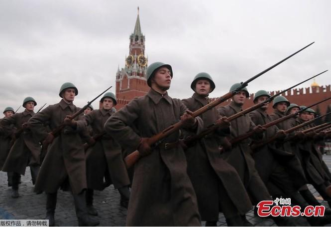 Hùng tráng sự kiện tái hiện lễ duyệt binh lịch sử trên Quảng trường Đỏ - ảnh 7