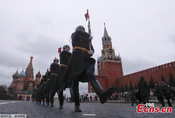 Hùng tráng sự kiện tái hiện lễ duyệt binh lịch sử trên Quảng trường Đỏ - ảnh 5
