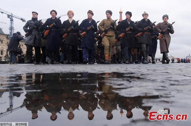 Hùng tráng sự kiện tái hiện lễ duyệt binh lịch sử trên Quảng trường Đỏ - ảnh 2