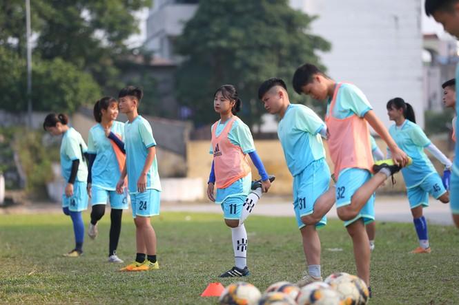 Thu nhập 1,3 triệu/tháng và kiếp sống mòn ở CLB bóng đá nữ Thái Nguyên - ảnh 2