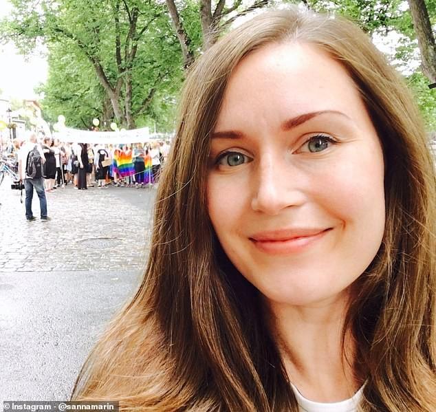 Ngắm nữ thủ tướng trẻ nhất thế giới ăn kẹo bông, cho con bú - ảnh 7